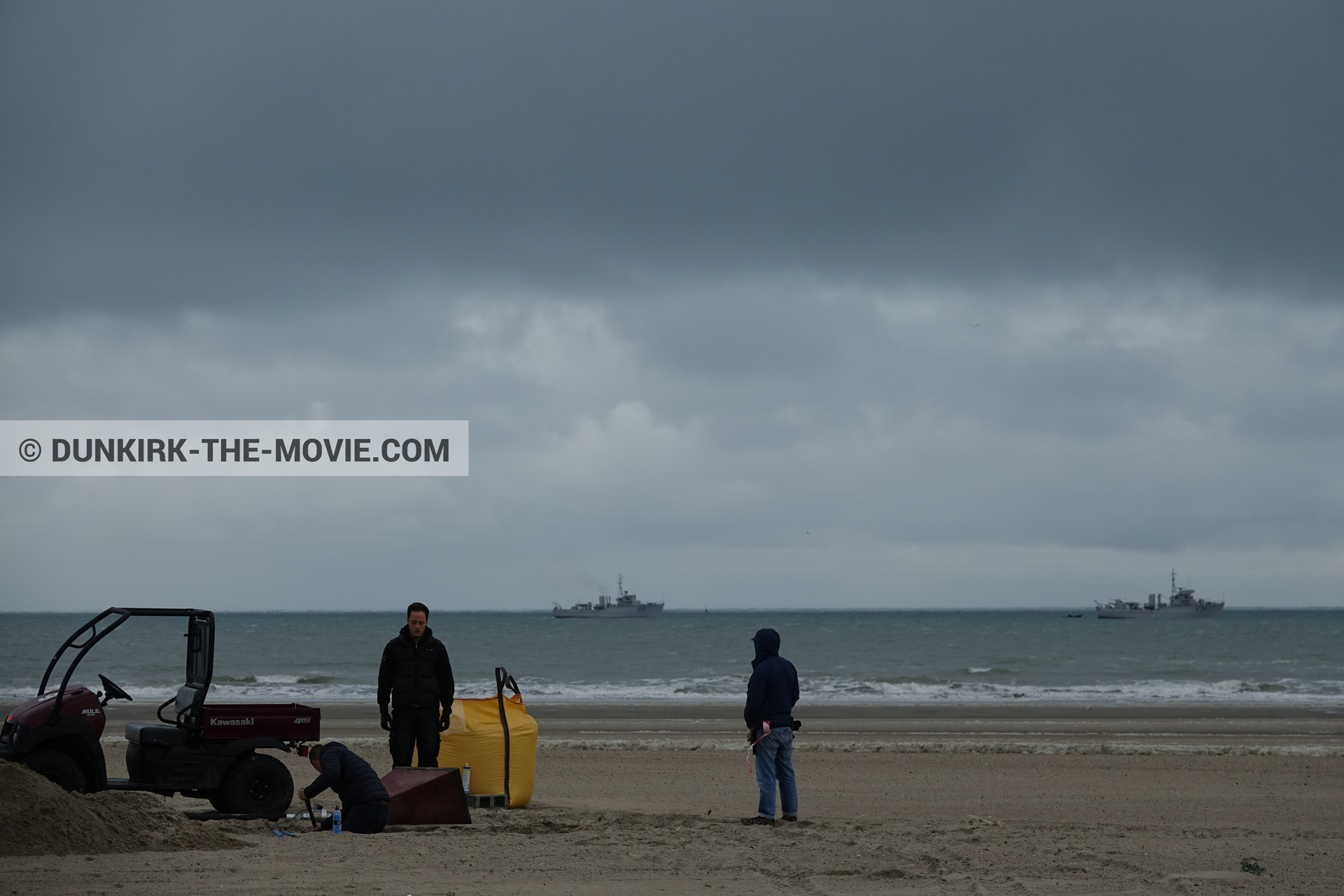 Picture with boat, cloudy sky, beach, technical team,  from behind the scene of the Dunkirk movie by Nolan