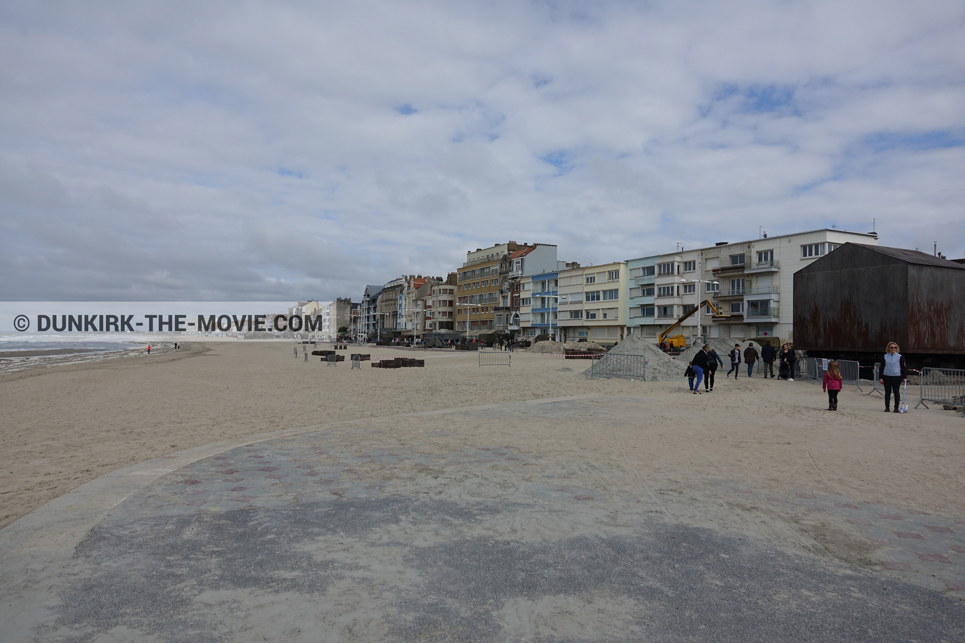 Picture with cloudy sky, decor, Malo les Bains, beach,  from behind the scene of the Dunkirk movie by Nolan