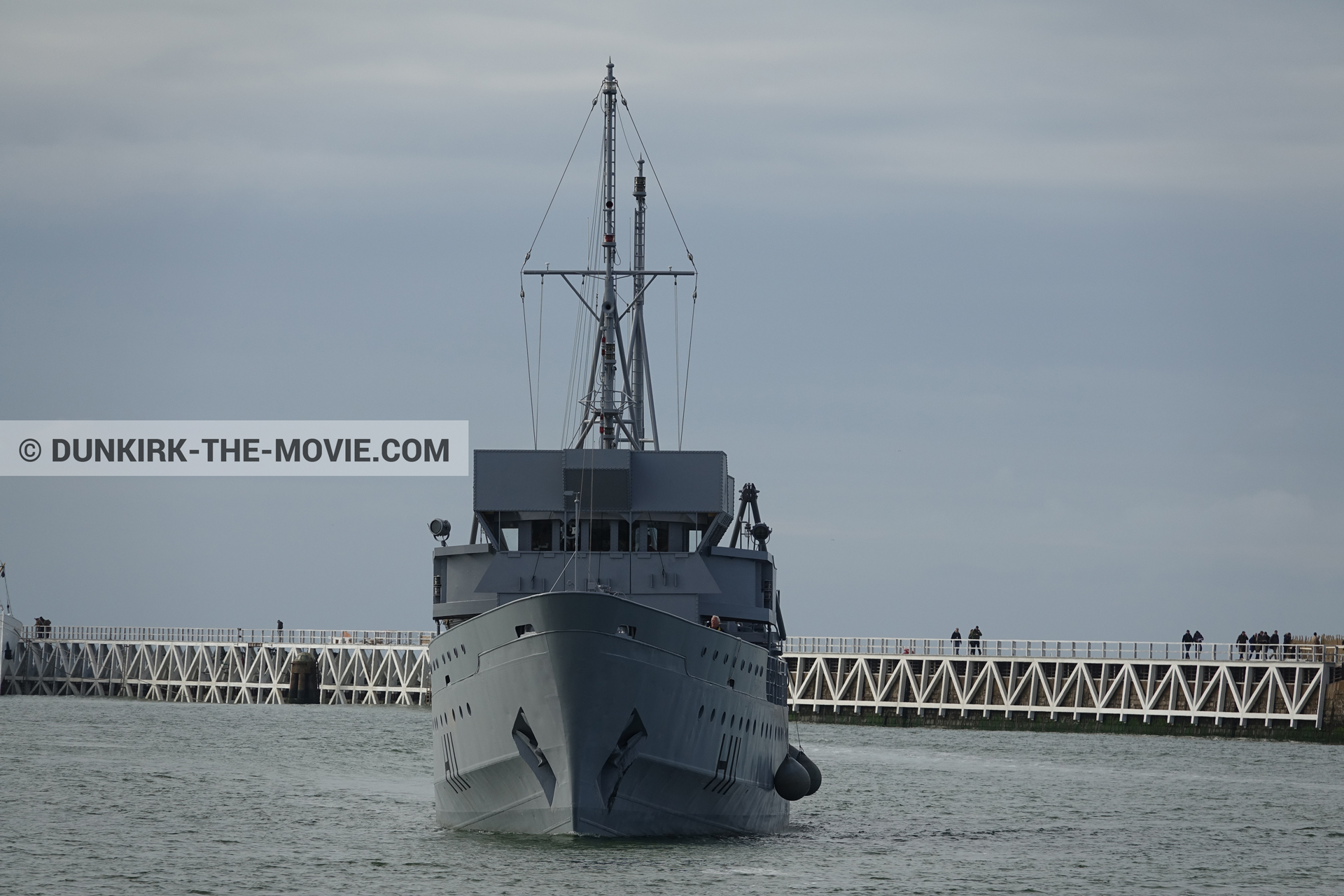 Picture with grey sky, H11 - MLV Castor, EST pier, calm sea,  from behind the scene of the Dunkirk movie by Nolan