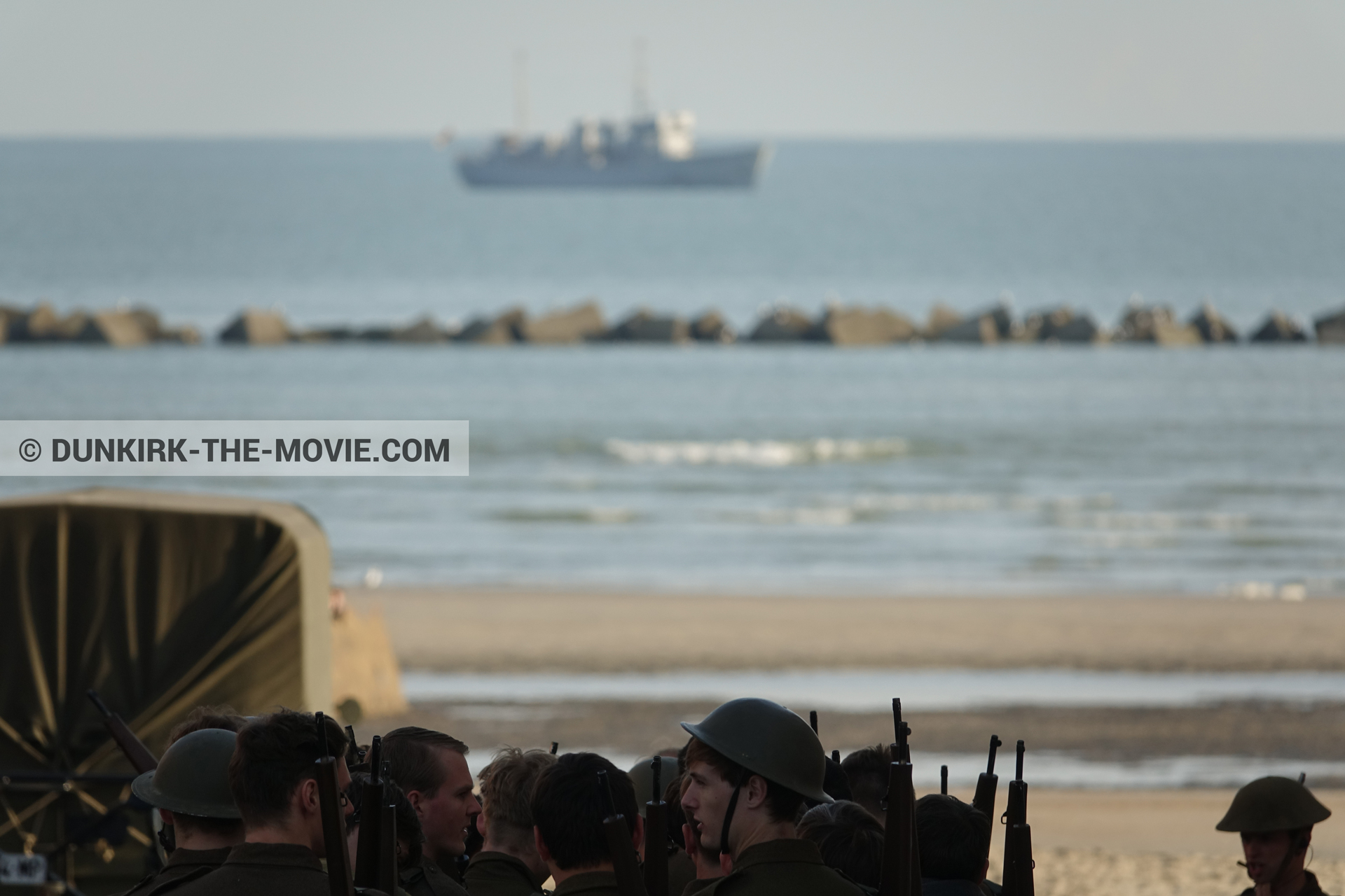 Picture with boat, truck, supernumeraries, H11 - MLV Castor, beach,  from behind the scene of the Dunkirk movie by Nolan