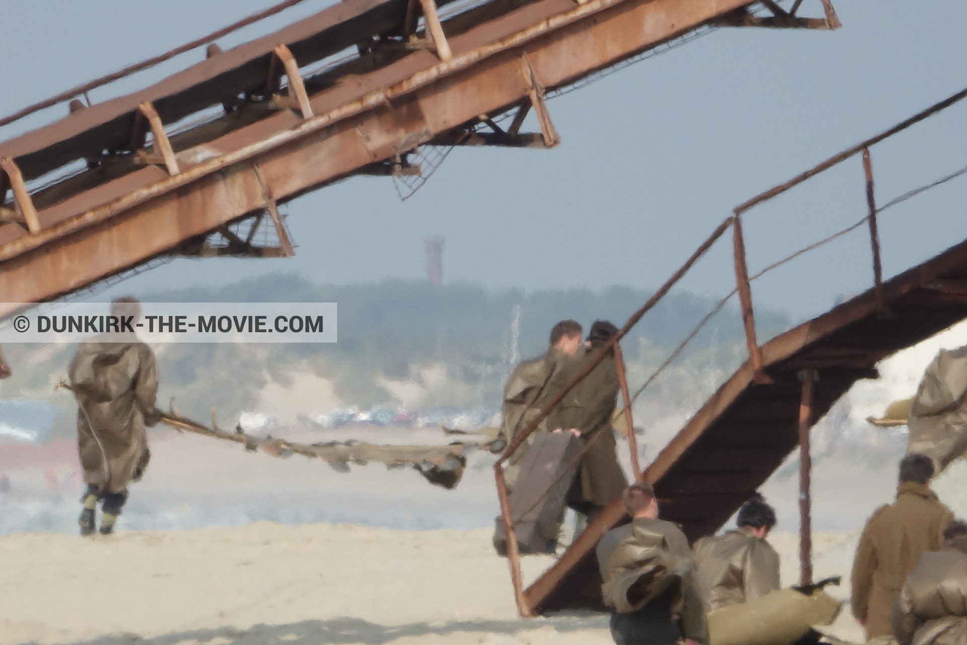 Picture with decor, supernumeraries, beach,  from behind the scene of the Dunkirk movie by Nolan