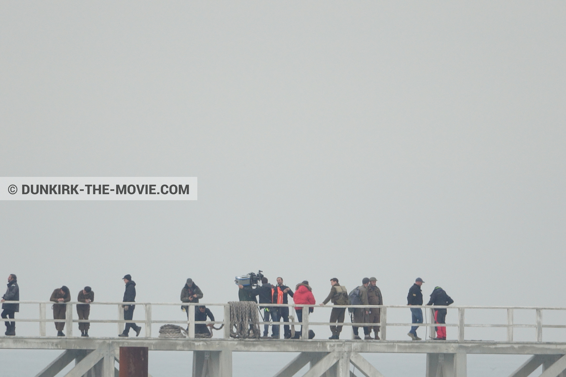 Picture with IMAX camera, grey sky, Hoyte van Hoytema, EST pier, technical team,  from behind the scene of the Dunkirk movie by Nolan