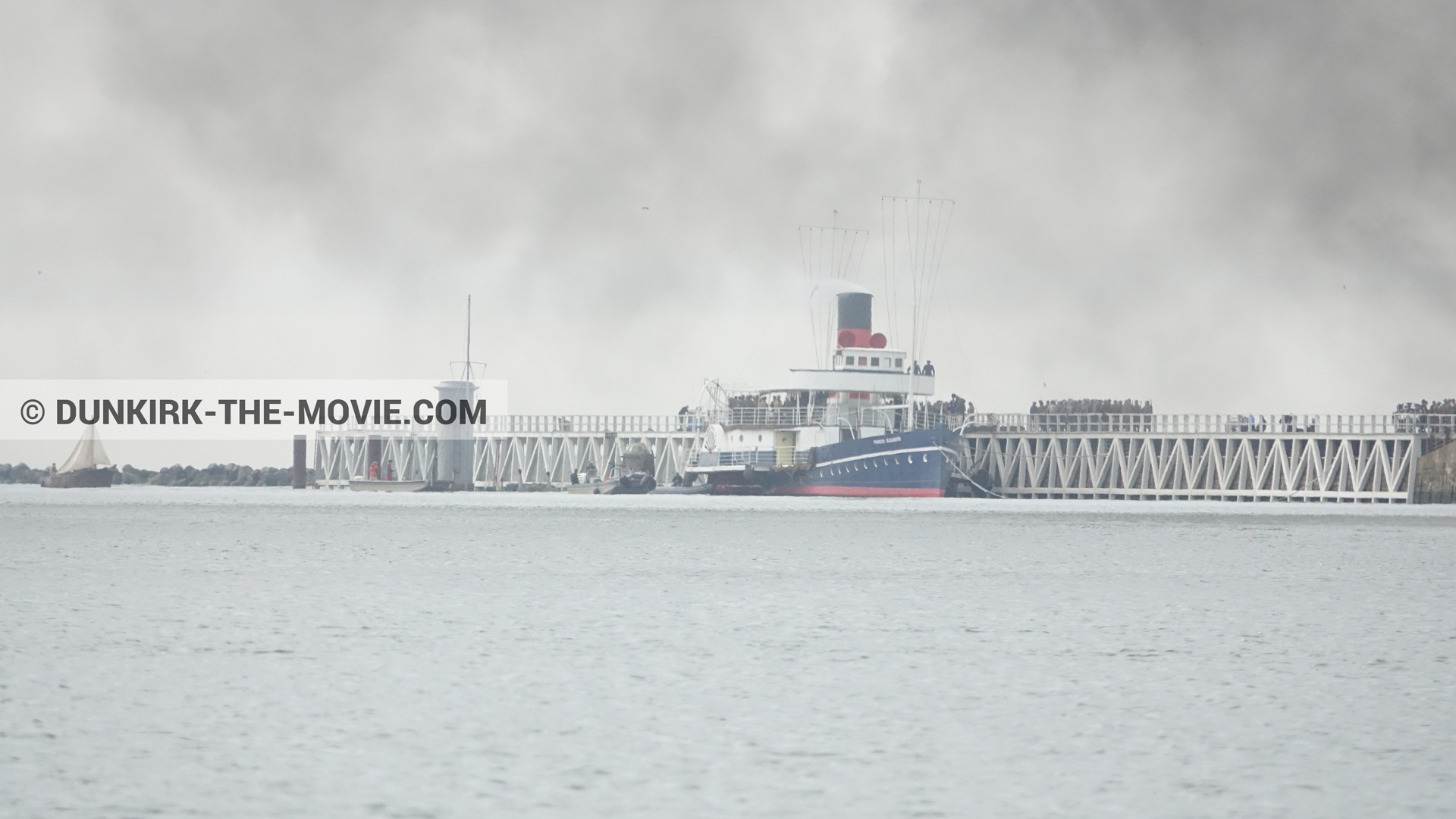 Picture with grey sky, decor, supernumeraries, black smoke, EST pier, calm sea, Princess Elizabeth,  from behind the scene of the Dunkirk movie by Nolan