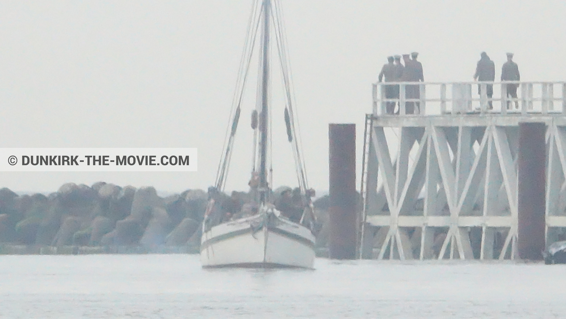 Picture with actor, grey sky, EST pier, boat,  from behind the scene of the Dunkirk movie by Nolan