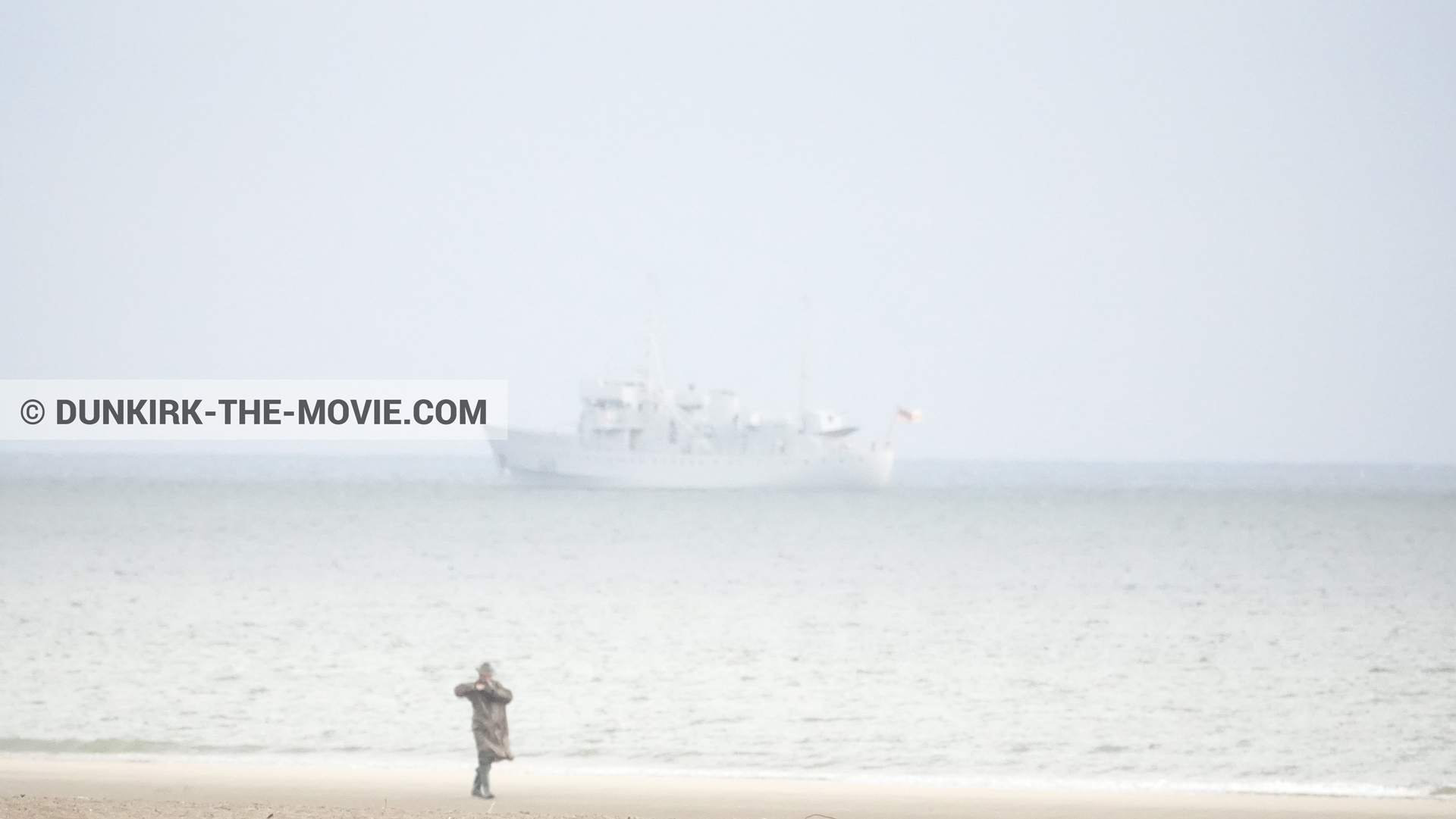 Picture with boat, supernumeraries, H11 - MLV Castor, beach,  from behind the scene of the Dunkirk movie by Nolan