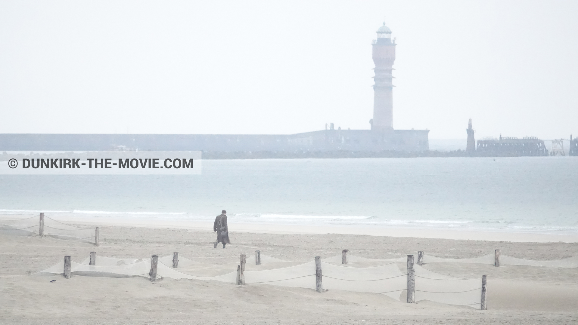 Picture with supernumeraries, St Pol sur Mer lighthouse, beach,  from behind the scene of the Dunkirk movie by Nolan