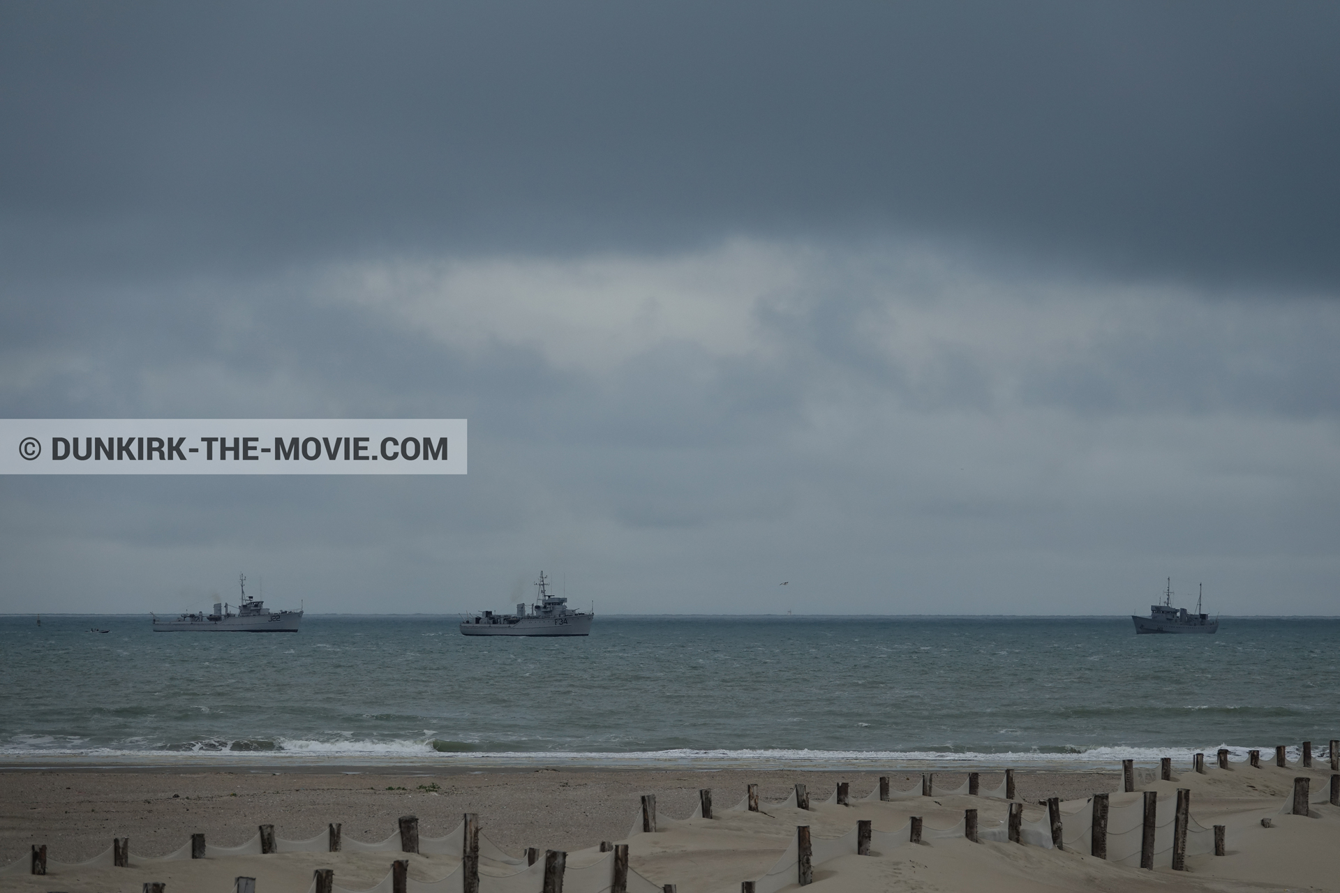 Picture with boat, grey sky, Malo les Bains, beach,  from behind the scene of the Dunkirk movie by Nolan