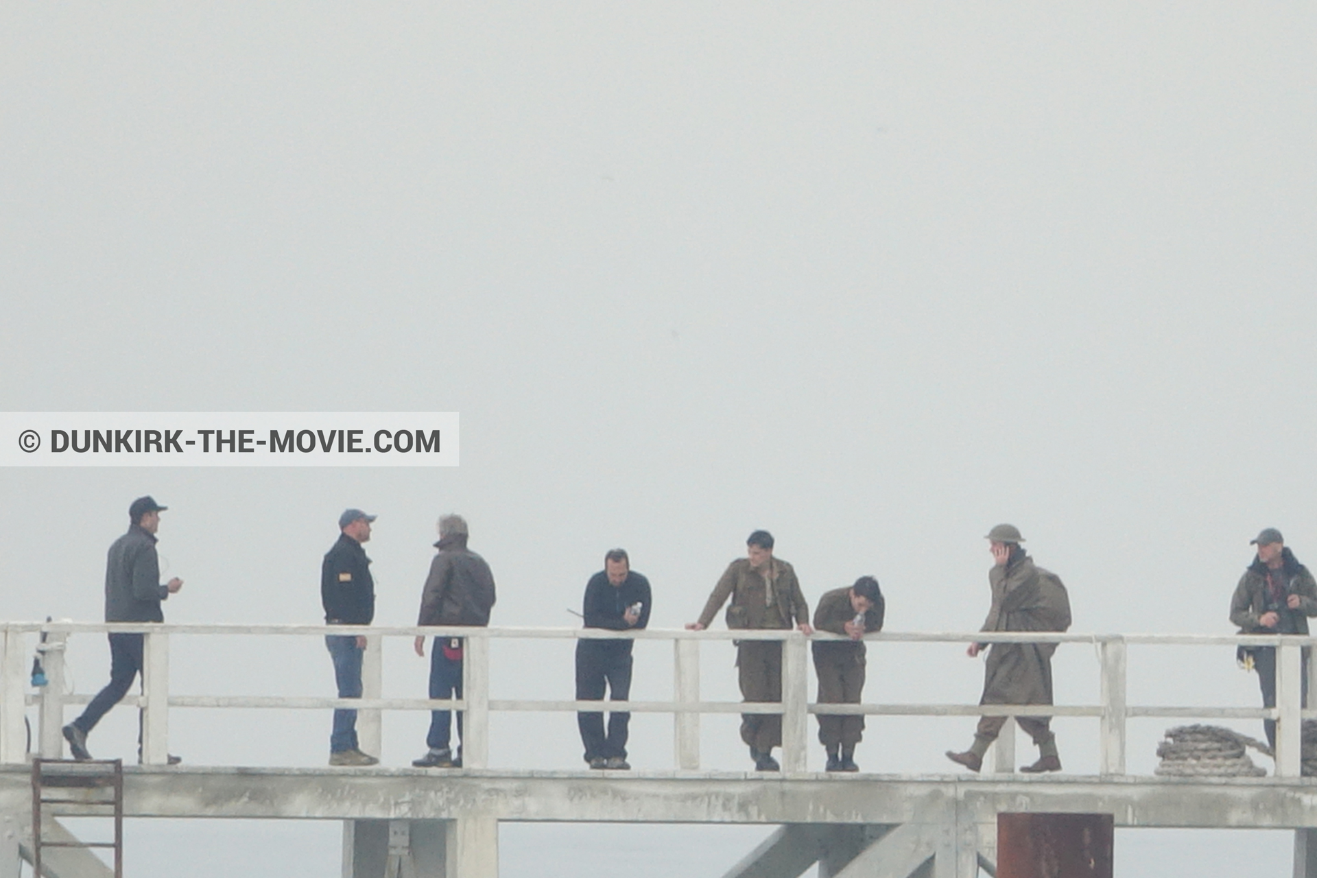 Picture with actor, grey sky, EST pier, technical team, Nilo Otero,  from behind the scene of the Dunkirk movie by Nolan