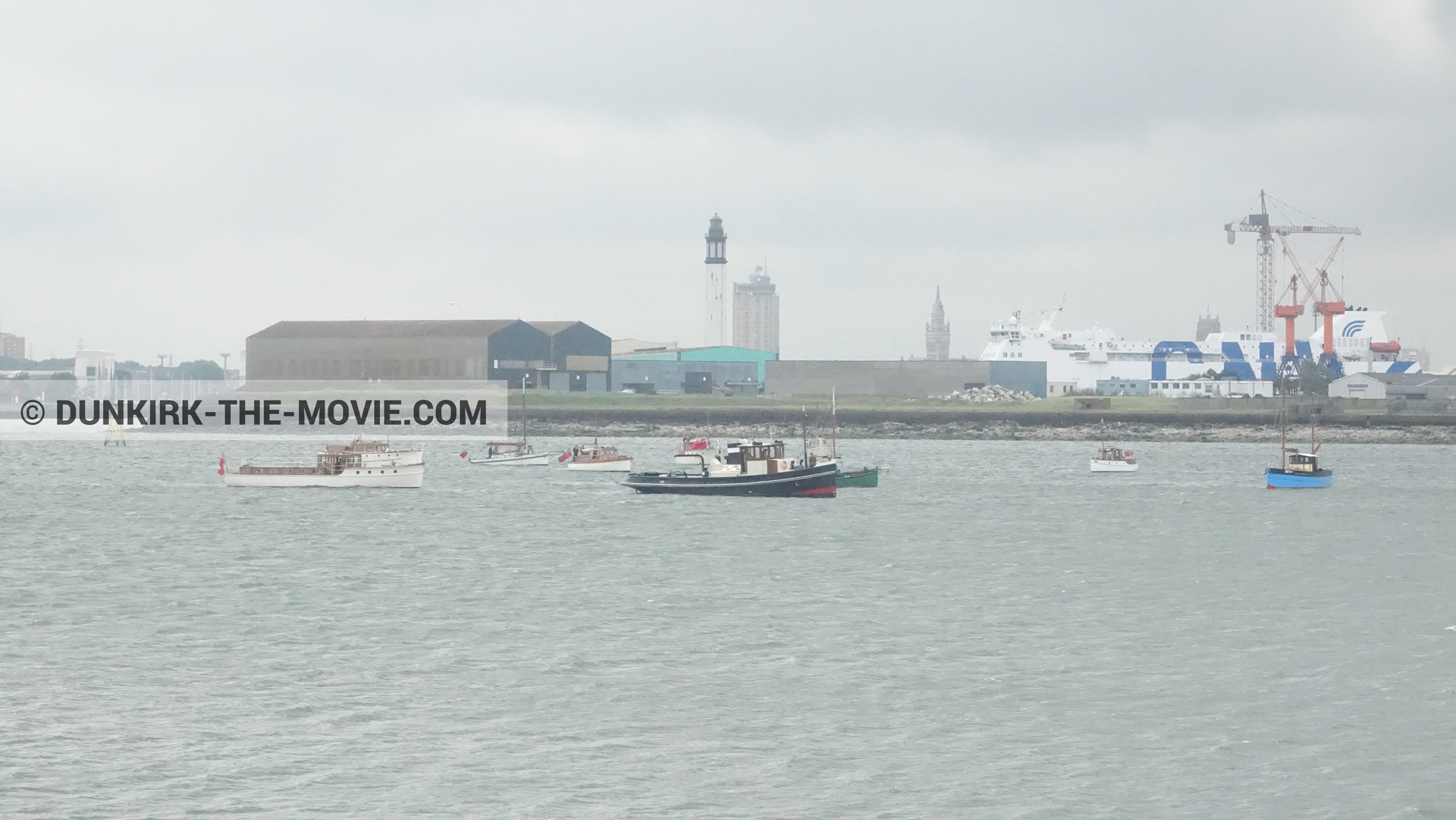 Picture with boat, Dunkirk lighthouse,  from behind the scene of the Dunkirk movie by Nolan